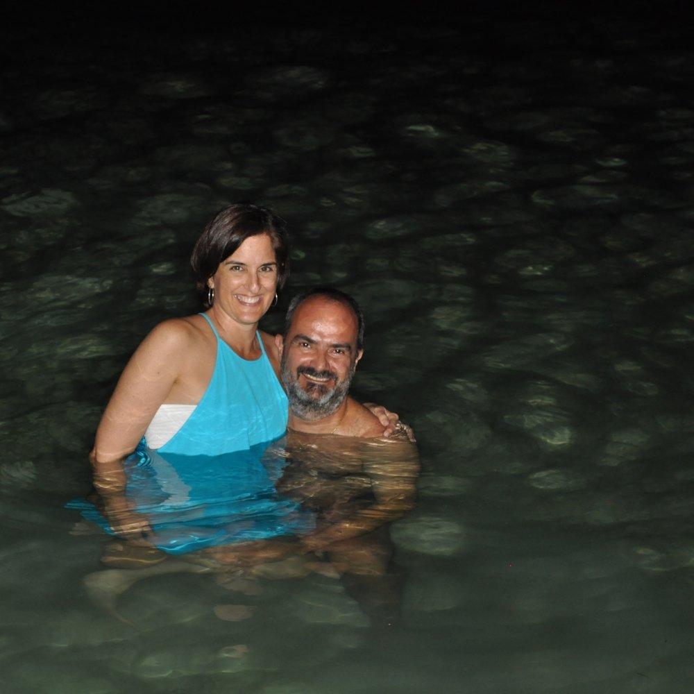 Al agua con todo y ropa, era inevitable... Foto: Marcos Vázquez.